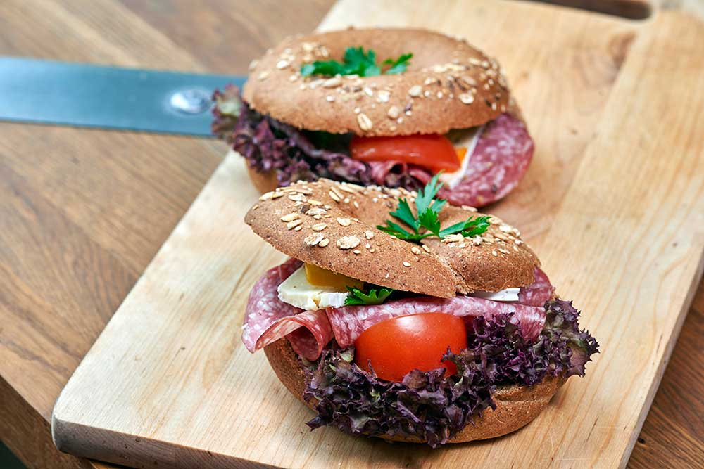 salami-brie-bagel-konditori-jonkoping
